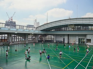 Shohei Elementary School, Tokyo. Due to the scarcity and high cost of land in Tokyo, the schools' playground was constructed on the roof, above the sixth-floor classrooms. There is a retractable roof that plays music when it closes. There is also a gym, swimming pool, and library. The school cost seven billion yen, or U.S. $60 million, to build.