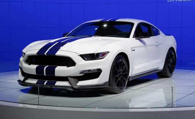 2016 Ford Mustang Shelby GT350 Debuts with Flat-Crank V-8 and MagneRide Shocks