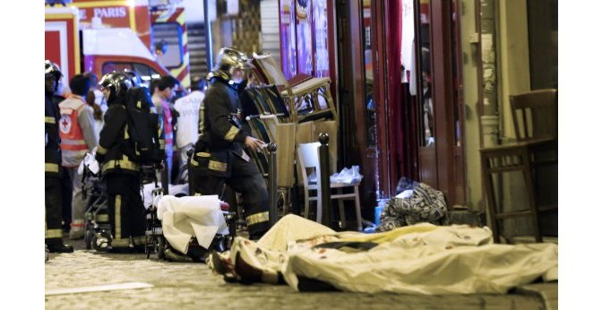 MASS ATTACK PARIS  '100 DEAD' AT CONCERT HALL