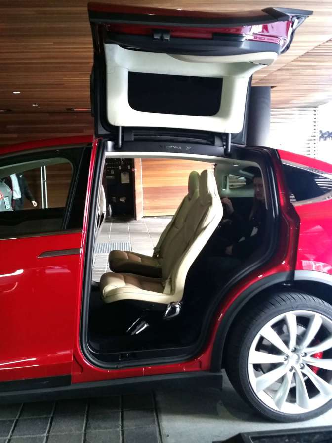 "TESLA MODEL X: ""A BIGGER, BETTER HONDA CR-V"""