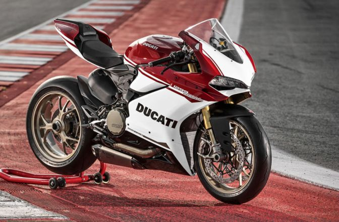 THIS DUCATI SUPERBIKE CELEBRATES 90 YEARS OF SPEED & STYLE