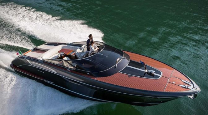 THIS STUNNING ITALIAN SPEEDBOAT IS INSPIRED BY CLASSIC SPORTS CARS