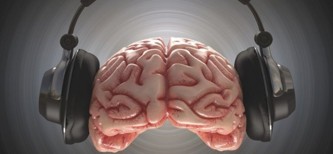 Do You Listen to Music While Working? Here's What It Does to Your Brain