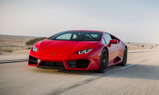 WATCH A TESLA ABSOLUTELY SHAME A LAMBORGHINI IN A DRAG RACE