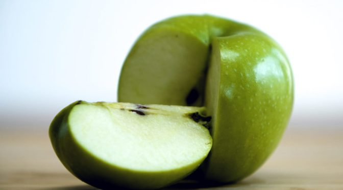 Here's How Many Apple Cores It Would Take to Poison You