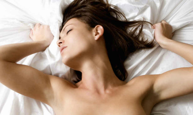 HERE'S WHY MEN CAN'T HAVE MULTIPLE ORGASMS LIKE WOMEN CAN